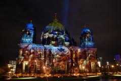 Upplyst Berlin domkyrka Arkivbilder