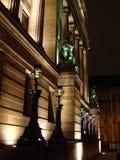 Upplyst byggnad på natten i Glasgow Arkivfoto