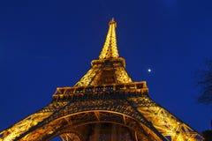 Upplyst Eiffel slut upp Fotografering för Bildbyråer