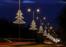 Upplyst garnering för ljus för julträd i Budapest Royaltyfria Bilder