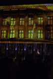 Upplyst hus på den ljusa festivalen arkivbild