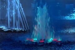Upplyst musikalisk springbrunn för skönhet Royaltyfri Fotografi