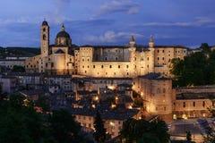 Upplyst slott Urbino Italien Royaltyfri Bild