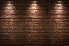Upplyst tegelstenvägg Arkivfoto