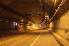 Upplyst tunnel Fotografering för Bildbyråer