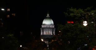 Upplyst Wisconsin Kapitoliumbyggnad royaltyfria foton