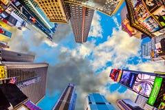 Upplysta byggnader på Times Square Royaltyfri Bild