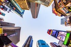Upplysta byggnader på Times Square Royaltyfri Fotografi