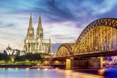 Upplysta Dom i Cologne Fotografering för Bildbyråer