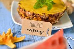 Uppmärksamt äta för ananas, för vattenmelon och för text Royaltyfri Foto