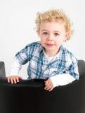 uppnosig pojke arkivfoto