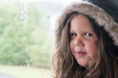 Uppnosig ung flicka som är klar att gå ut Royaltyfria Bilder