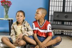 Uppnosiga ungar royaltyfria bilder