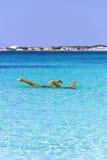 Uppochnervänt De mest härliga sandiga stränderna av Apulia: Porto Cesareo flotta, Salento coastITALY (Lecce) royaltyfria foton