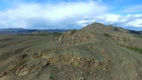 Upprätta den härliga naturen för skottberget surra skottet i majestätiska berg överkant panorama flyg- sikt Fluga över stock video