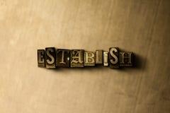 UPPRÄTTA - närbilden av det typsatta ordet för grungy tappning på metallbakgrunden Arkivfoton