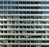 Upprepande modern fasad Arkivfoton
