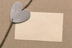 Uppriktigt meddelande Tomt papper för din text går designen, den symboliska hjärtan Arkivbild