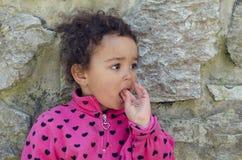 Upprivet olyckligt barn Arkivfoto