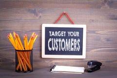 Uppsätta som mål dina kunder, affärsidé arkivfoto