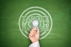 Uppsätta som mål dina kunder på svart tavla Royaltyfri Fotografi
