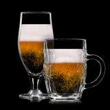 Uppsättning av ölexponeringsglas på svart bakgrund Royaltyfri Foto