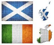 Uppsättning av översikter och flaggor av Irland och Skottland Royaltyfri Fotografi