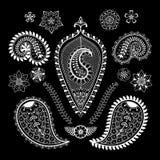 Uppsättning av abstrakt begreppblommor och paisley beståndsdelar i indisk mehndist Arkivbilder