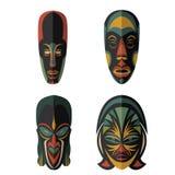 Uppsättning av afrikanska etniska stam- maskeringar på vit bakgrund Fotografering för Bildbyråer