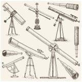 Uppsättning av astronomiska instrument, teleskopoculars och kikare, kvadrant, sextant som inristas i den drog tappninghanden vektor illustrationer