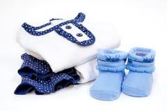Uppsättning av Baby klänningen med sockan Arkivfoton