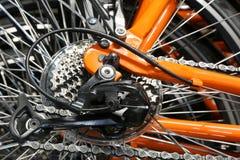 Uppsättning av bakre tandhjul och en derailleur av en cykel Arkivbilder