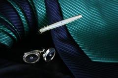 Uppsättning av band och cufflinks Fotografering för Bildbyråer