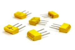 Uppsättning av bipolära transistorer på en vit bakgrundscloseup Arkivbild