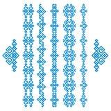 Uppsättning av blåa etniska geometriska gränser på vit Fotografering för Bildbyråer