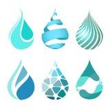 Uppsättning av blåa ljusa olika vattendroppsymboler Vattendropplogo Royaltyfri Bild