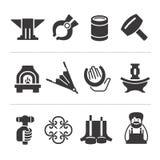 Uppsättning av blacksmithing symboler royaltyfri illustrationer