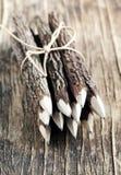 Uppsättning av blyertspennor som göras av verkliga wood tamarindfruktträd Arkivbild