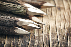 Uppsättning av blyertspennor som göras av verkliga wood tamarindfruktträd Royaltyfria Foton