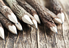 Uppsättning av blyertspennor som göras av verkliga wood tamarindfruktträd Royaltyfri Bild