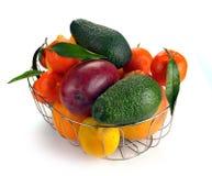 Uppsättning av citrusfrukter i korg Arkivfoto