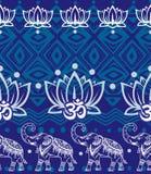 Uppsättning av dekorerade elefanter på svart Royaltyfri Fotografi