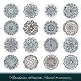 Uppsättning av den abstrakta designbeståndsdelen Runda mandalas i vektor royaltyfri illustrationer