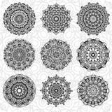 Uppsättning av den abstrakta designbeståndsdelen Runda mandalas i vektor Grafisk mall för din design Dekorativ retro prydnad teck vektor illustrationer
