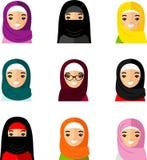 Uppsättning av den arabiska kvinnan för avatar i plan färgrik stil Royaltyfria Foton