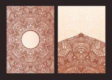 Uppsättning av den etniska mallen för designbröllopinbjudningar och hälsningkort Traditionell henna blommar passande mehndibestån Royaltyfri Foto