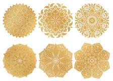 Uppsättning av den 6 hand-drog guld- arabiska mandalaen på vit bakgrund etnisk prydnad Arkivbilder