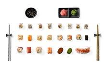 Uppsättning av den japanska sushi som isoleras på vit bakgrund Royaltyfri Foto