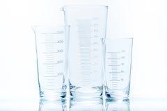 Uppsättning av den koniska dryckeskärlen för mätningar av olik kapacitet Royaltyfri Fotografi