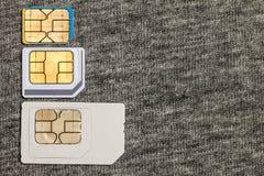 Uppsättning av den kortkort-, mikro och nano simcarden Isolerat på grå torkduketext arkivfoto